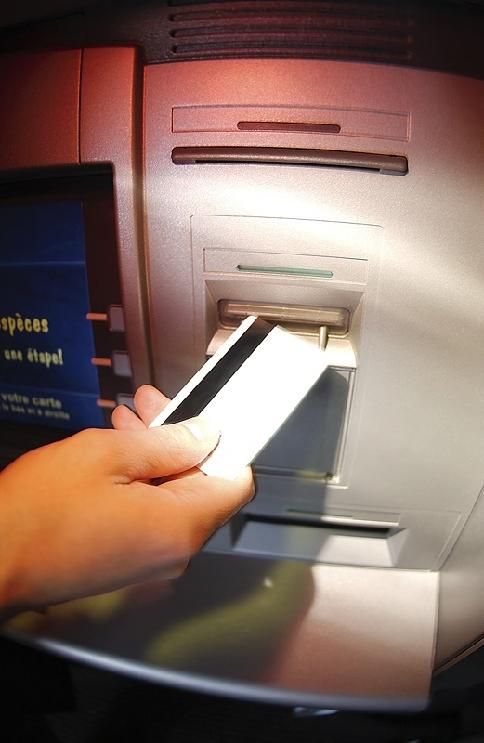 Bei Bezahlung mit Bankomatkarte ist es äußerst wichtig, dass keiner Ihren PIN erkennen kann. Wichtige Tipps und Informationen deden Taschen- und Trickdiebstahl finden Sie auf der Internetseite der Polizei: www.bmi.gv.at/cms/BK/praevention_neu/info_material/diebstahl/files/SCHUTZ_DIEBSTAHL_Taschendiebstahl.pdf