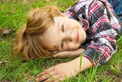 Besonders für kleinere Kinder stellen giftige Pflanzen eine Gefahr dar.