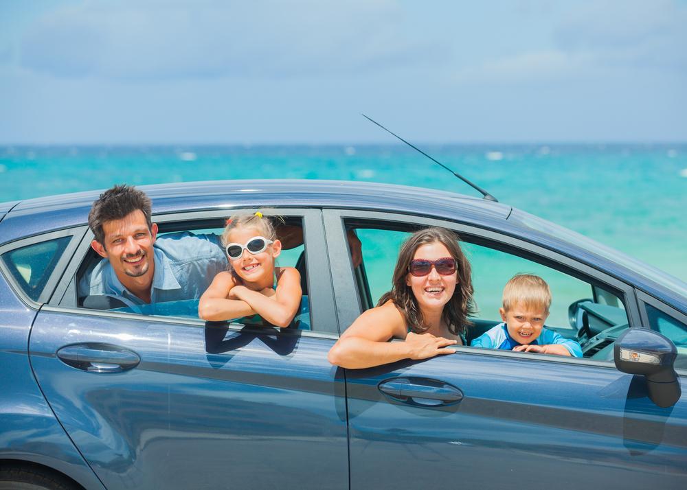 Eine Reiseversicherung schützt vor finanziellen Risiken, wenn im Urlaub etwas schiefgeht.