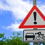 Blockieren an Kreuzungen und gefährliche Radfahrer sind die häufigsten Ursachen für Aufregungen bei Autofahrern