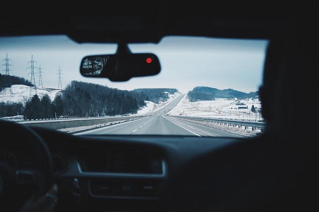 Bei einem Autounfall kann sich der Unfallbeteiligte bei der Autoversicherung melden, um den Schaden zu berichten und eine Schadenregulierung einzuleiten.